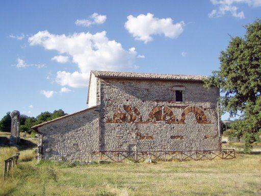 Carsulae vista chiesa